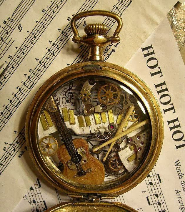 Esculturas Hechas Con Relojes Antiguos Ecuavisa