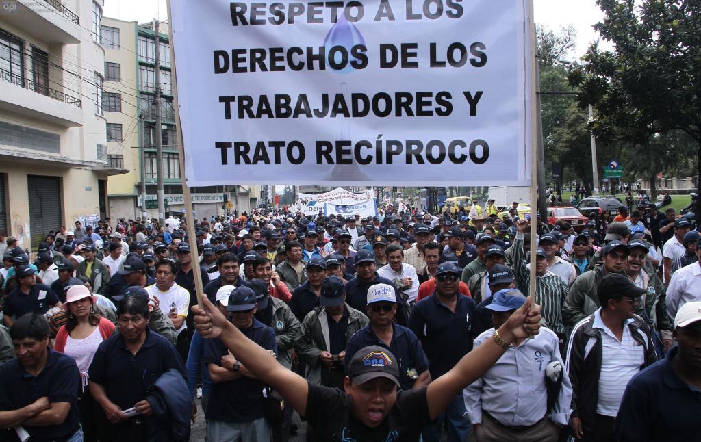 Resultado de imagen para marcha de trabajadores en quito