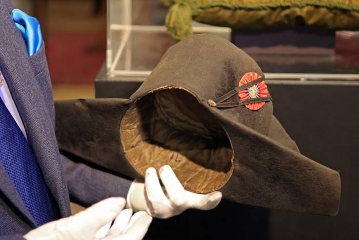 5ad562123765b Uno de los 19 bicornios autentificados que pertenecieron al emperador  francés Napoleón será subastado este fin de semana en Fontainebleau