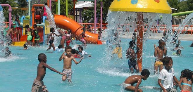 Los parques acuáticos de Guayaquil son obras que ha realizado la Municipalidad de Guayaquil.
