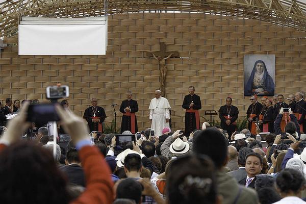 Resultado de imagen para Detienen 8 estudiantes durante protesta en universidad chilena donde estaba el papa francisco