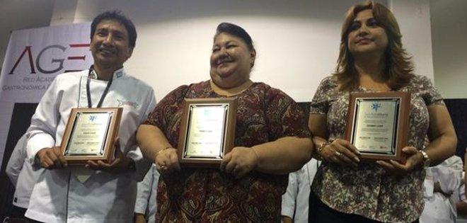 GUAYAQUIL, Ecuador.- María Enriqueta Cevallos de Castro, de 'Menestras de Pocha', obtuvo la Estrella Culinaria de Oro. Foto: Twitter @GyeTurismo