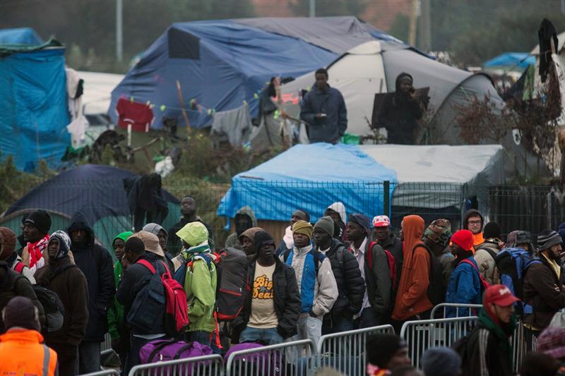 Resultado de imagen de Inmigrantes hacinados en campamentos en toda Europa