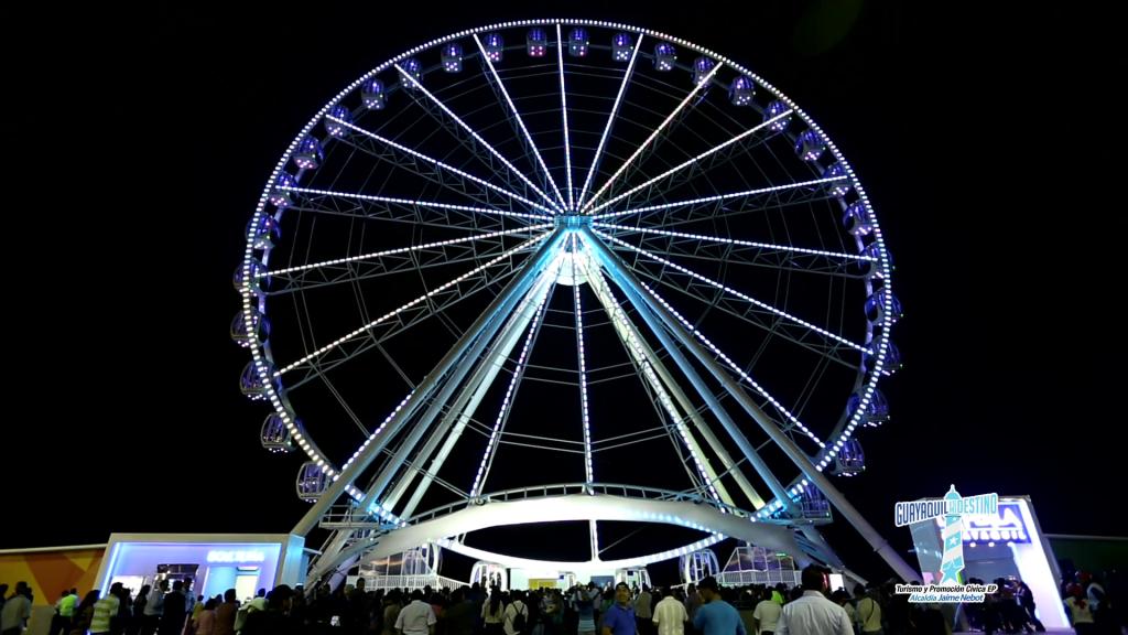 La imponente rueda moscovita es ahora el principal atractivo de la ciudad.
