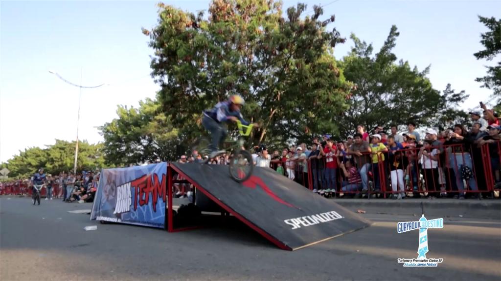Un show nunca antes visto en Guayaquil se unió a las celebraciones octubrina.