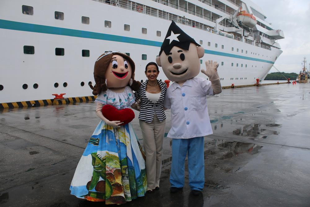 Los visitantes son recibidos con un gran y cálido show artístico, organizado por la Empresa Turística Municipal de Turismo, Promoción Cívica y Relaciones Internacionales, institución presidida por Gloria Gallardo.