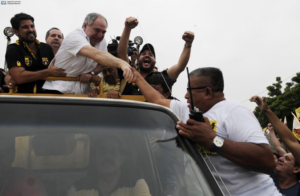 Bucaram insinúa su regreso a la política tras largo exilio   Ecuavisa