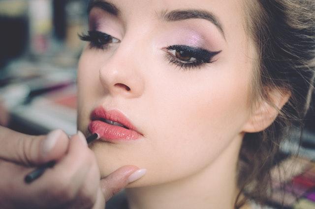 La forma de cuidar el rostro depende de cada etapa de la vida en la mujer. Foto: Referencial