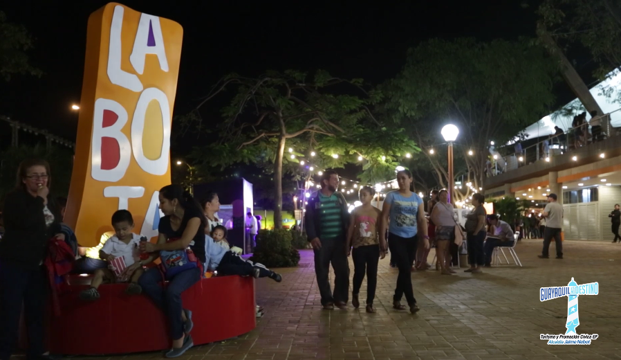 La Bota cuenta con varios espacios dedicados al arte, cultura y entretenimiento.