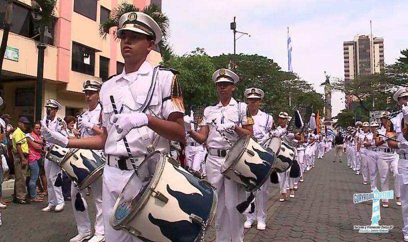 Cerca de 4500 estudiantes recorrieron las principales calles de la ciudad de Guayaquil por sus 482 años de fundación.