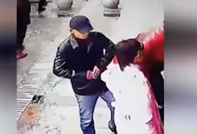 Ingenioso ladrón logra robar un móvil con un par de pinzas