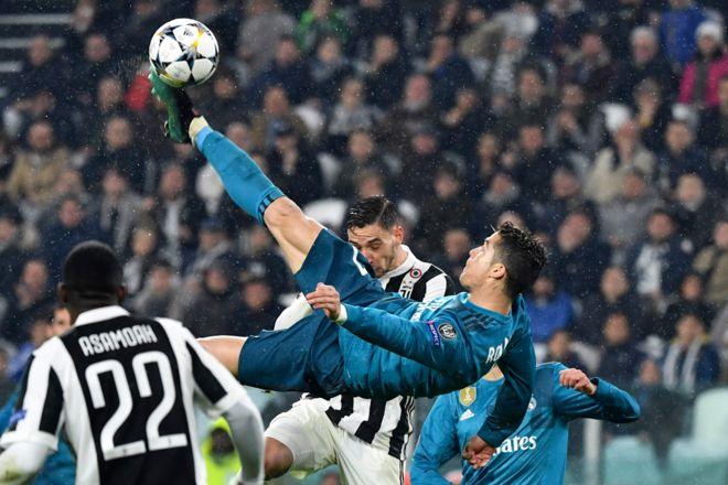 Ronaldo conecta el balón para anotar el que él calificó como