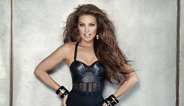 Thalía Sacudió Los Grammy Con Sensual Vestido Ecuavisa