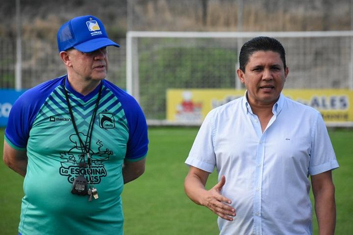 Carlos Ischia fue presentado y ya trabajó en Delfín | Ecuavisa