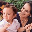 La reconocida periodista espera su segundo hijo. En la imagen con su primer niño, Felipe.