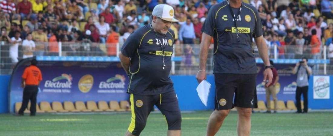 Maradona recorrió la cancha de los Dorados y de inmediato empezó a entrenar con su club.  Foto: @Dorados