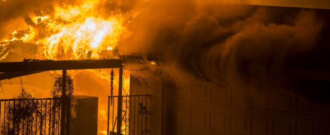 Al menos nueve personas fallecieron en un feroz incendio forestal que devoró una ciudad lamada Paradise. Foto: AFP