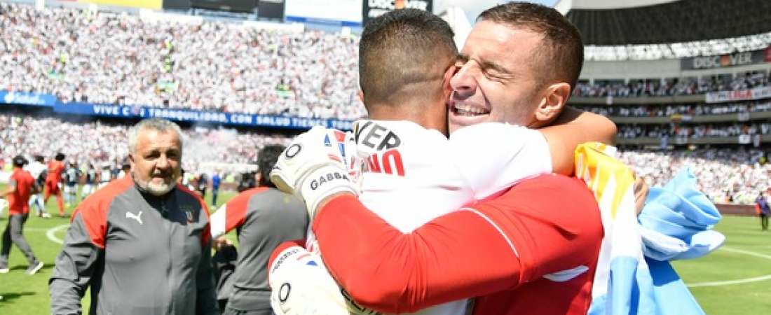QUITO, Ecuador.- El portero Adrián Gabbarini se coronó campeón con Liga luego de un año de haber llegado al club. Foto: API