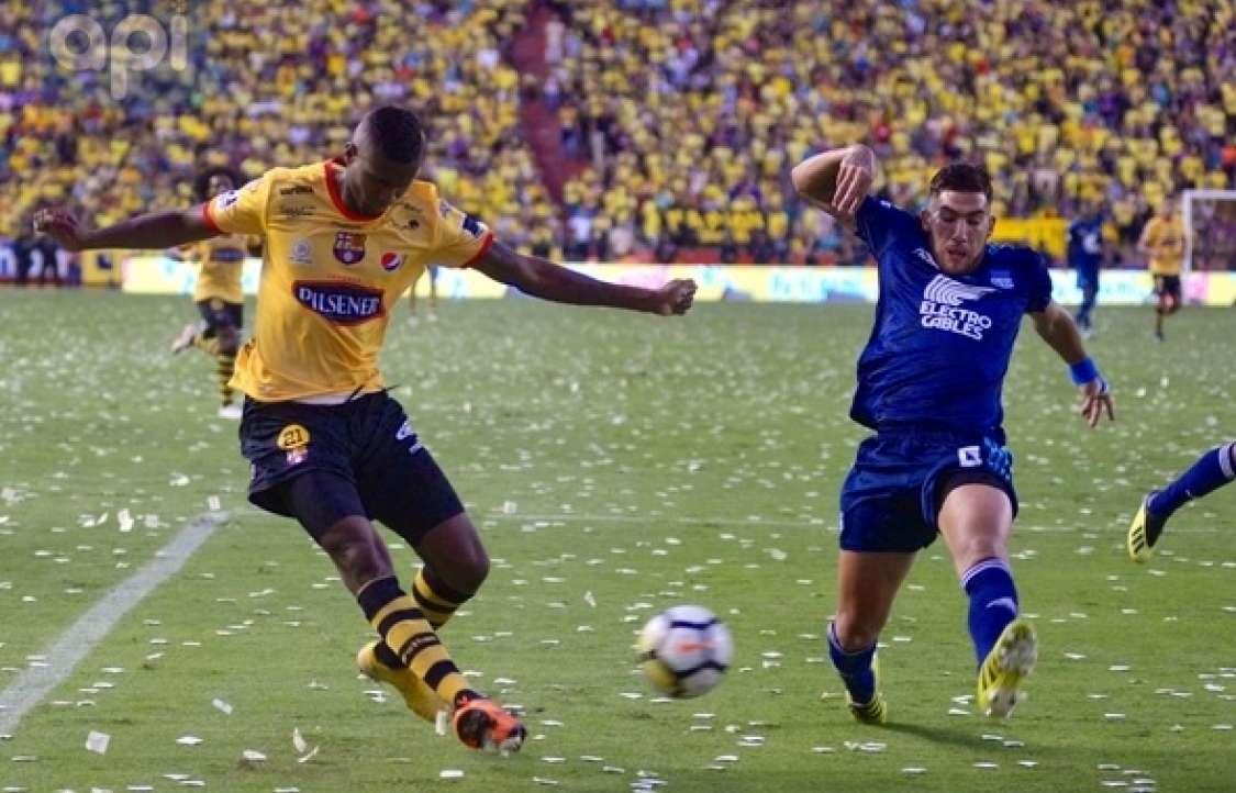 GUAYAQUIL, Ecuador.- En el primer tiempo, Barcelona era más ofensivo mientras que, Emelec defendía sus espacios. Foto: API
