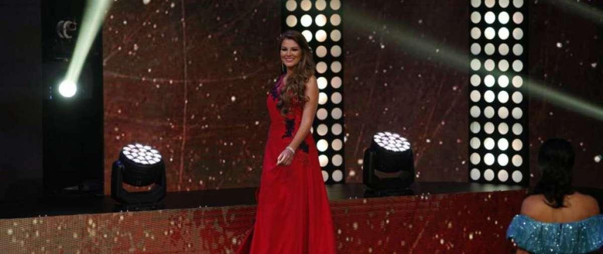 Las candidatas a reina de Quito desfilaron en traje de gala