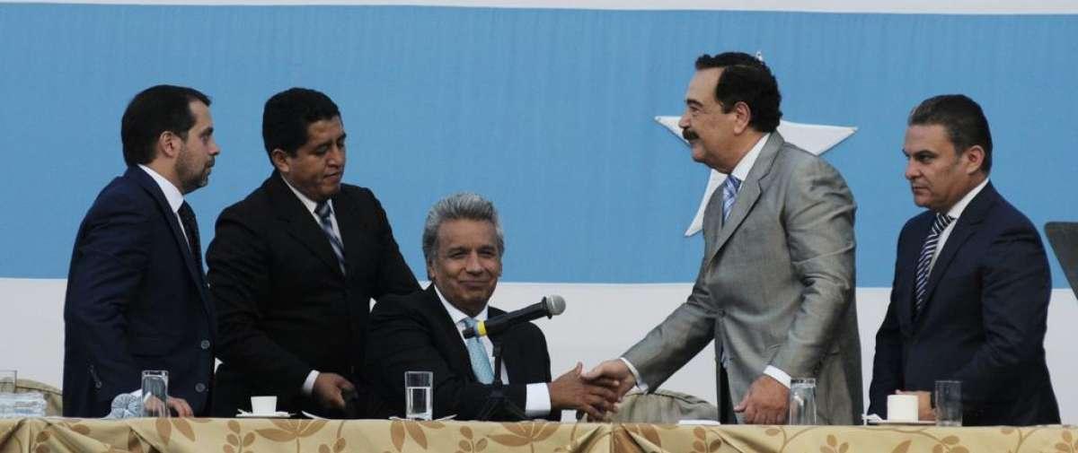 Los dos líderes políticos presidieron el acto que se desarrolló en el Palacio de Cristal. Foto: API