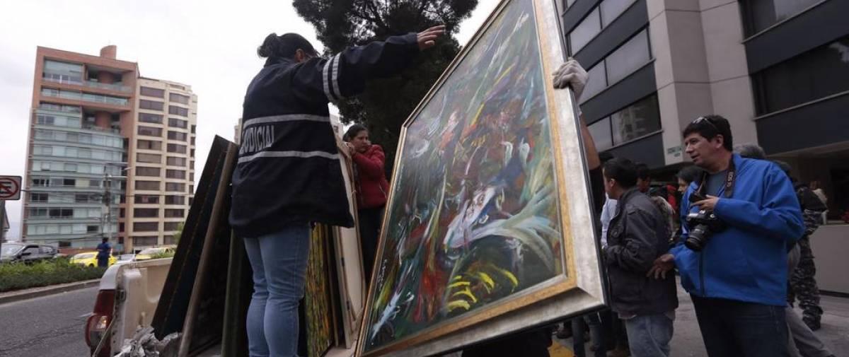QUITO, Ecuador.- 22 obras de arte fueron incautadas del apartamento del exministro. La esposa fue detenida en uno de los operativos de la madrugada de este viernes. Foto: API