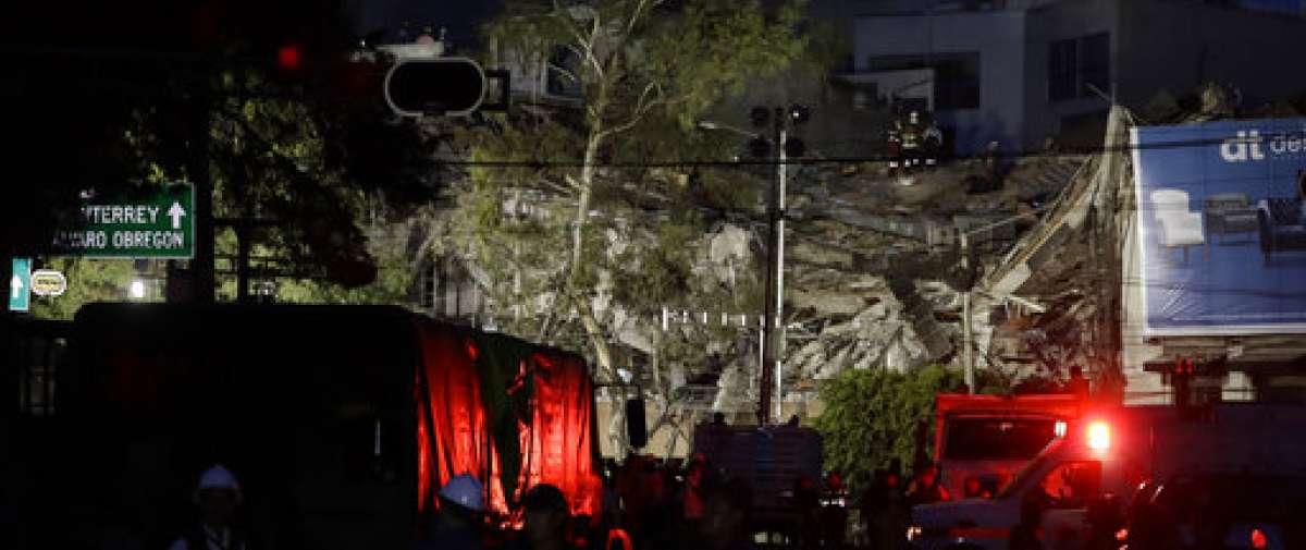 CIUDAD DE MÉXICO, México.- Organismos de socorro continuaban los rescates en numerosos edificios colapsados. Foto: AP