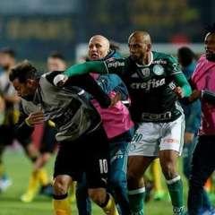 Felipe Melo (Palmeiras) le propinó un golpe a Mier, en medio del bochornoso incidente.