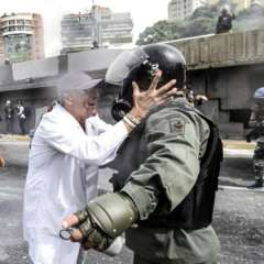 Maduro acusa a la oposición de pretender derrocarlo por un movimiento de violencia. Foto: AFP
