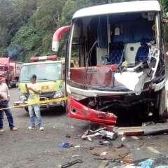 Debido al accidente la vía Alóag – Santo Domingo permaneció parcialmente habilitada en el km 65 por varios minutos. Foto: ECU911.