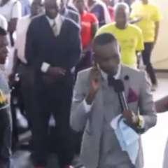 Paul Sanyangore se ha vuelto famoso por un don que, según dice, solo él lo tiene. Foto: Captura
