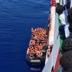 1.230 fueron rescatados solamente en la jornada del viernes, según autoridades libias. Foto: Twitter @MSF_Sea