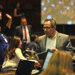 QUITO, Ecuador.- El asambleísta de AP, Augusto Espinosa, explica que el debate sobre la norma debe tomar en cuenta el anonimato que actualmente existe. Foto: API