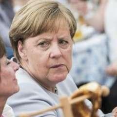 """Para Damien McGuinness, corresponsal de la BBC en Berlín, las palabras de Merkel fueron """"inusualmente apasionadas y directas""""."""