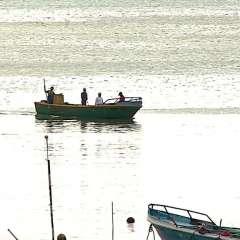 SALINAS, Ecuador.- Tras recuperarse del incidente, solo tres pescadores regresaron a puerto. Foto: Captura Video.