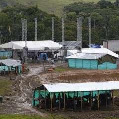 """La zona de desmovilización """"Mariana Páez"""" es uno de los varios campos donde los guerrilleros aguardan su transición a la vida civil. La ONU dijo el lunes 26 de junio que las FARC han entregado casi todas sus armas individuales. Foto: AP"""