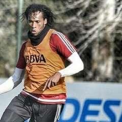 Arturo Mina aún no consigue equipo para jugar esta temporada. Foto: Tomada d ela cuenta de Instagram @minaarturo30oficial