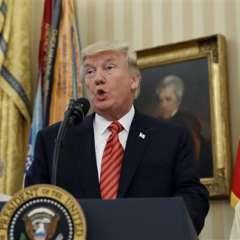 El presidente Donald Trump habla en la Oficina Oval de la Casa Blanca el viernes 21 de julio de 2017, en Washington, durante una reunión con sobrevivientes del ataque contra el USS Arizona en Pearl Harbor. Foto: AP