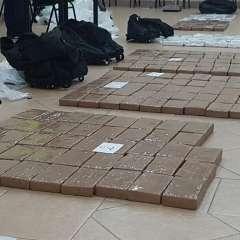 Autoridades de Antinarcóticos procedieron a la incautación de más de 350 kilos de droga. Foto: Policía Nacional