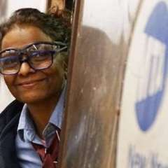 Es la primera mujer hindú en conducir el metro de Nueva York.