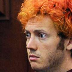 Tras dejar de tomar antidepresivos, Holmes empezó a hacer cosas que nunca antes había hecho, como teñirse el pelo de rojo.