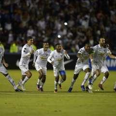 """QUITO, Ecuador.- El """"Rey de Copas"""" venció por 6-5 en penales al equipo boliviano Bolívar. Foto: AFP."""