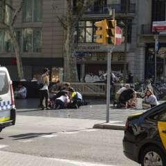 El conductor que arrolló a una multitud en una turística avenida de Barcelona podría estar entre los cinco presuntos terroristas abatidos por la fuerzas de seguridad. Foto: AFP