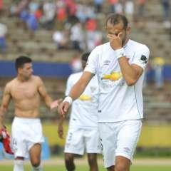 Hernán Barcos salió expulsado en el partido que perdió Liga ante El Nacional.