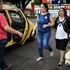 """CALI, Colombia.- El llamado """"turismo para ciegos"""" se practica en Colombia, Argentina y México. Fotos: AFP."""