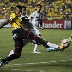 El uruguayo Jonathan Álvez será el hombre de ataque que pondrá Barcelona en su visita a Santos.