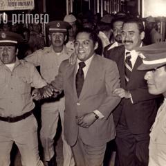 GUAYAQUIL, Ecuador.- Julio Jaramillo, a su llegada al país el 23 de julio de 1976 por la celebración de los 60 años de sello Feraud. Foto: Si yo muero primero.com.