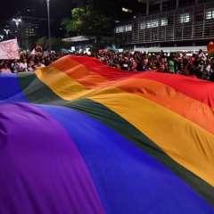 """SAO PAULO, Brasil.- Con carteles que proclamaban """"¡Cure los prejuicios!"""" y banderas arcoíris del movimiento LGBT, las marchas se extendieron a lo largo de la Avenida Paulista. Fotos: AFP."""