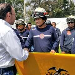 Canciller mexicano agradeció al equipo de bomberos que volverá este martes a Ecuador. Foto: Twitter Bomberos Guayaquil