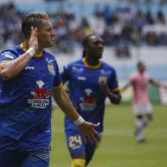 Carlos Garcés anotó los dos goles del Delfín en Sangolquí. Foto: API